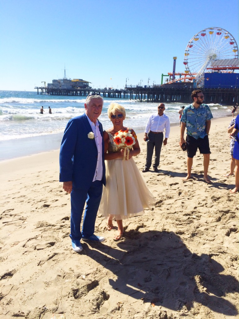 Justine And Mike Flew All The Way Across Pond To Have A Beautiful Sunny Wedding At Santa Monica Beach They Starting Vacationing In Few